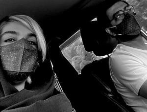 چهره ها/ خیابان گردی زوج هنرمند با رعایت پروتکل های بهداشتی