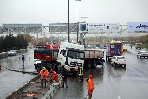وقوع ۶ سانحه رانندگی پس از نخستین بارش پاییزی در مشهد