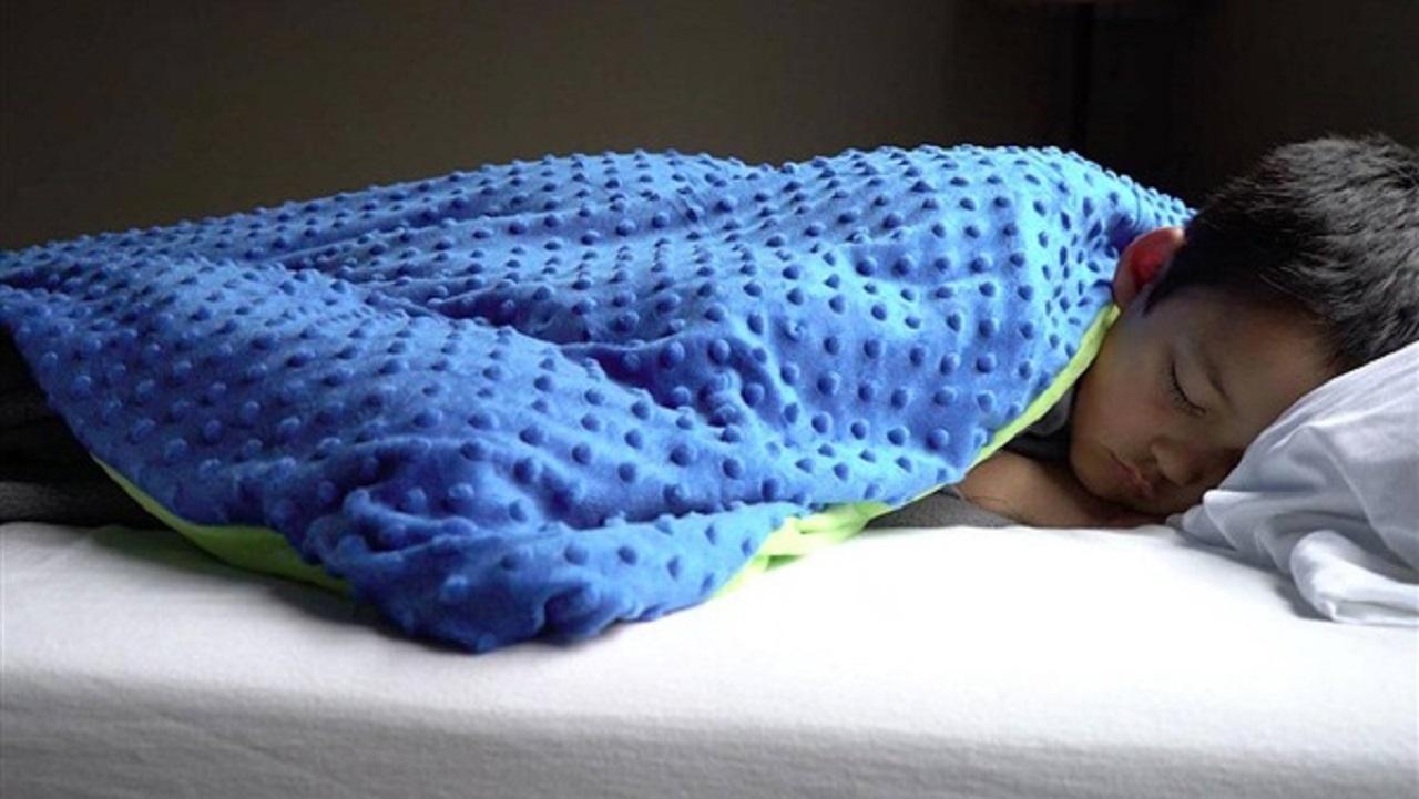 استفاده از پتوهای سنگین راهی برای خلاص شدن از شر بی خوابی