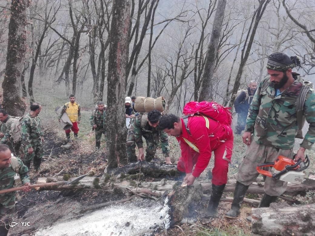 تلاش برای خاموش کردن کنده های جنگلی در توسکستان