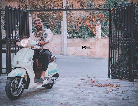 چهره ها/ موتور سواری رضا شیری در روزهای پاییزی