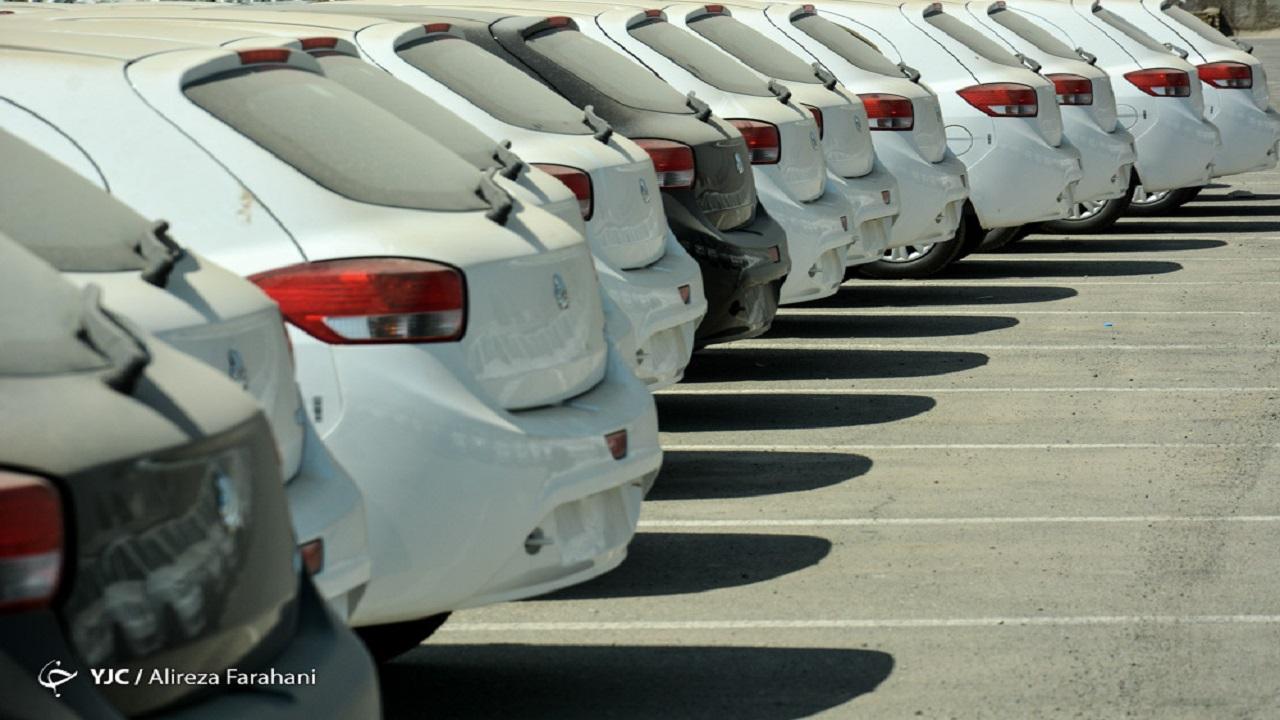 قیمت خودرو سرگردان میان وزارت صمت و بورس