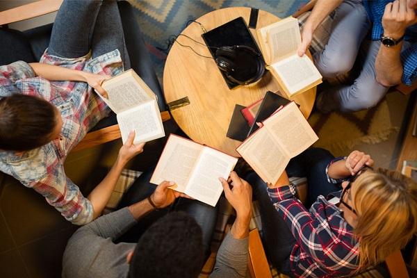 ۷ توصیه و راهکار برای برگزاری جلسات کتابخوانی گروهی
