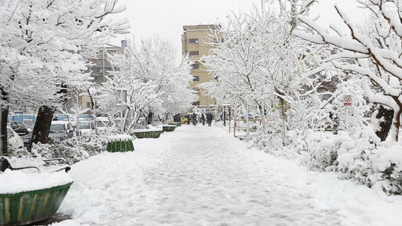 آسمان یزد برفی میشود