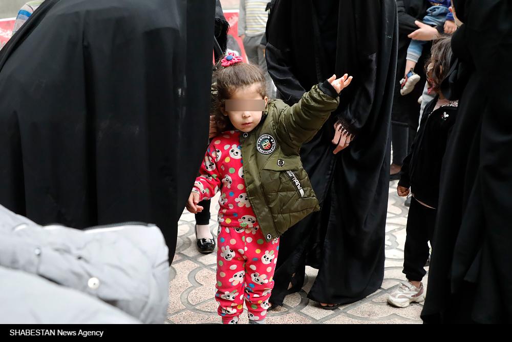 اهدای لباس گرم به کودکان محروم