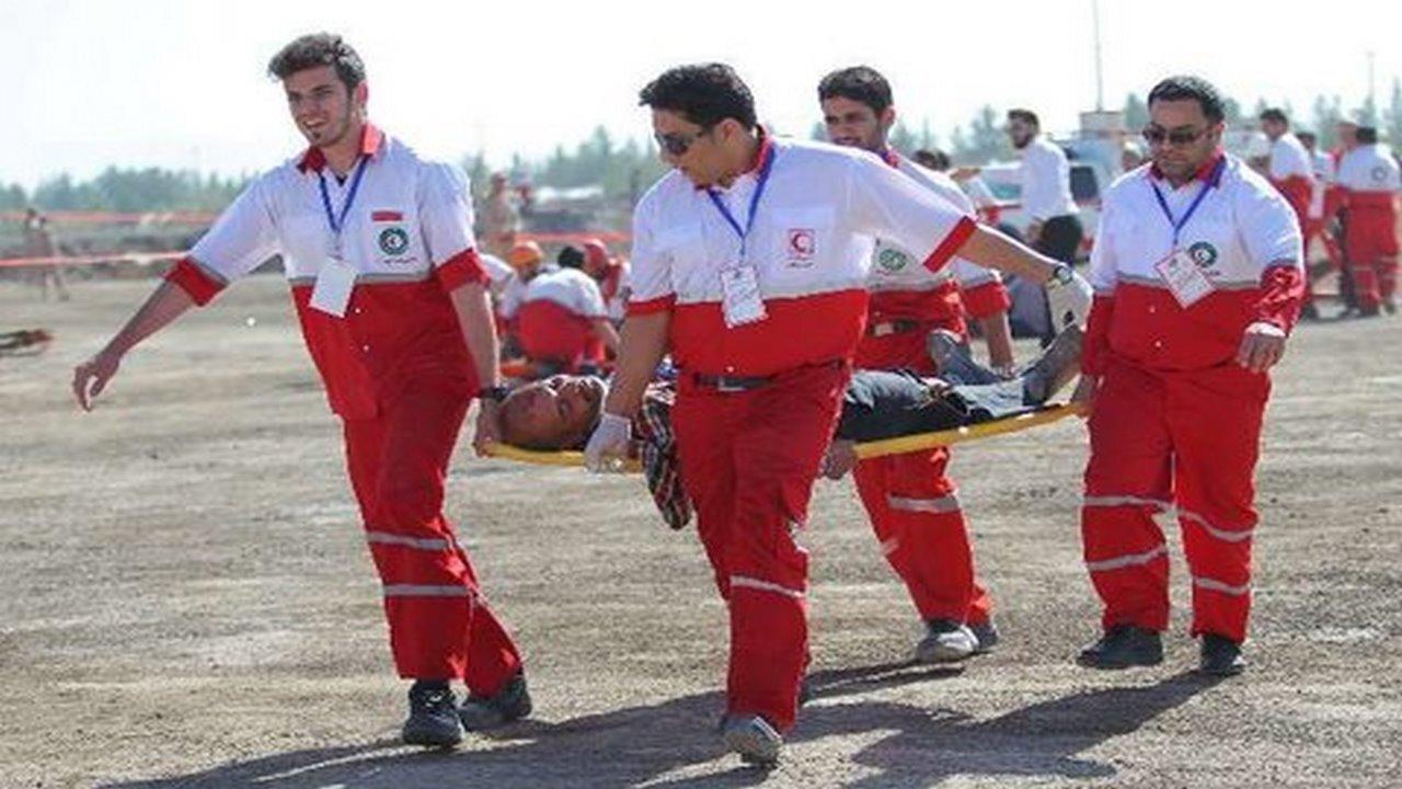 نجات مصدوم ۶۰ ساله در ارتفاعات شهرک شهید کشوری ایلام