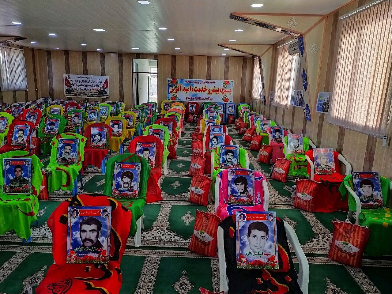 ۱۱۰ بسته کمک معیشتی بین خانوادههای سرپلذهابی توزیع شد