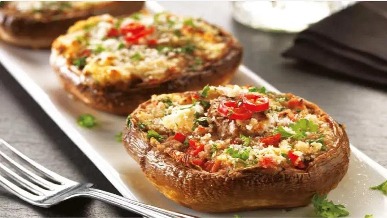 طرز تهیه قارچ شکم پر با پنیر پیتزا؛ خوشمزه و خاص