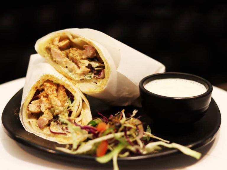 شام/ شاورمای مرغ را به ساندویچی لذیذ تبدیل کنید