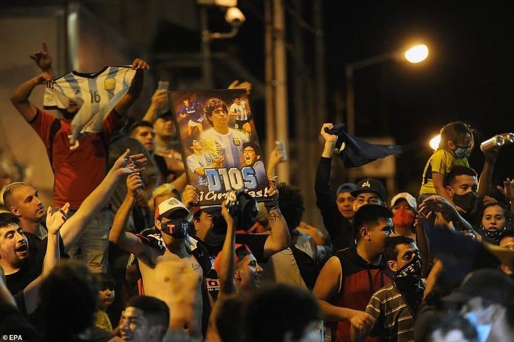 تشییع جنازه میلیونی برای دون دیهگو؛ مارادونا به خاک سپرده شد