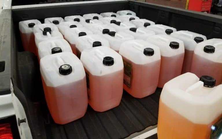 کشف ۳۶۰ کیلو ماده مخدر شیشه مایع طی عملیات مشترک پلیسی