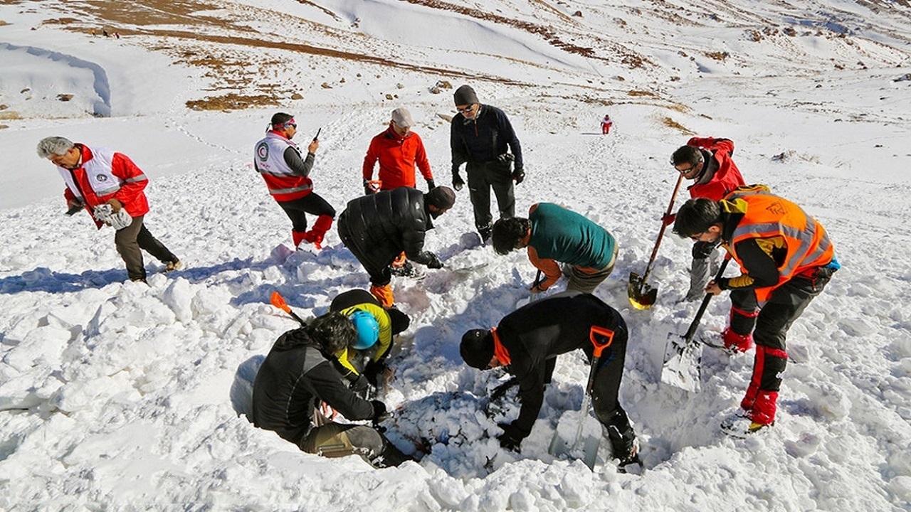 یکی از ۳ کوهنورد مفقود شده در کوه بلقیس تکاب پیدا شد