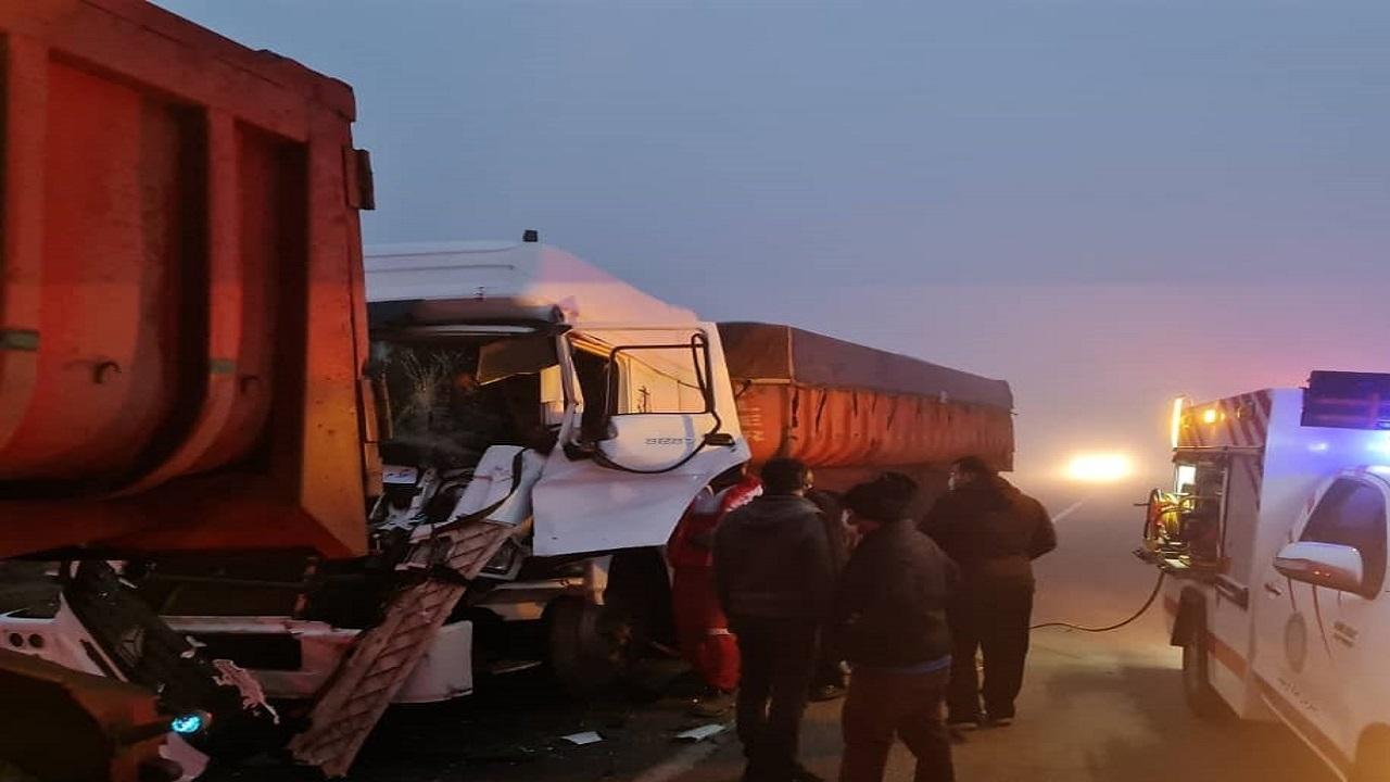 تصادف 2 تریلی در محور تفت به شیراز