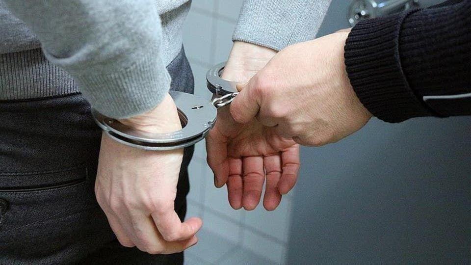 فرد مدعی درمان کرونا با گلاب دستگیر شد