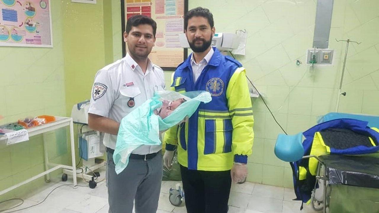 تولد نوزاد عجول گمیشانی در آمبولانس