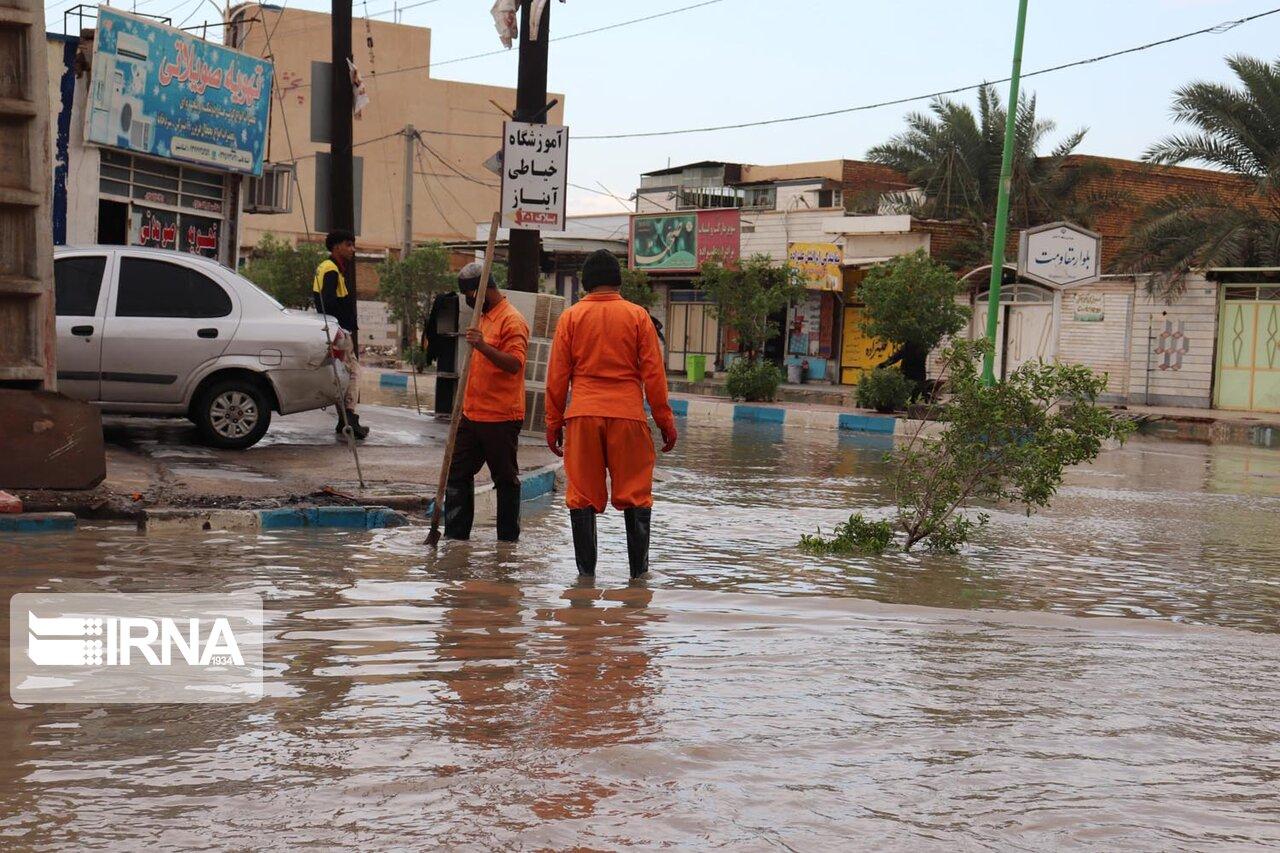 آبگرفتگی معابر تردد در آبادان و خرمشهر را با مشکل مواجه کرد