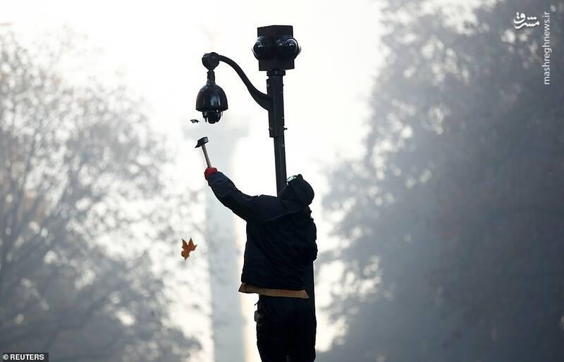 شکستن دوربینهای امنیتی در پاریس