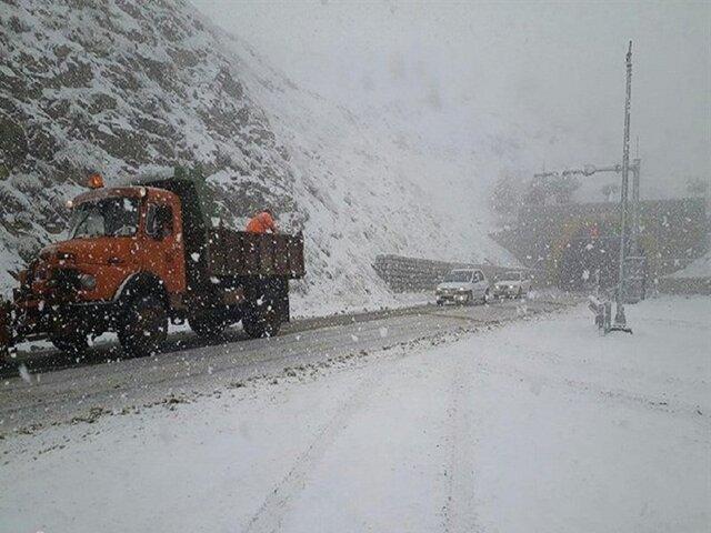 بارش ۳۰ سانتیمتری برف در گردنههای شهرستان کوهرنگ