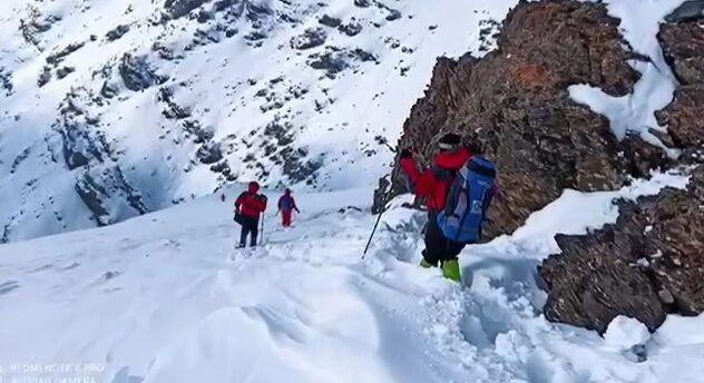 کوهنوردان مفقود شده در ارتفاعات بلقیس تکاب آذربایجانغربی نجات یافتند
