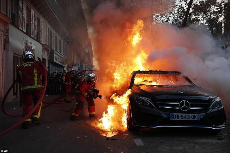 آتش زدن بنز در تظاهرات فرانسه
