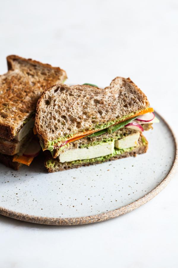 میز اردور/ ساندویچ کلاب سبز یک میان وعده مقوی برای بچهها