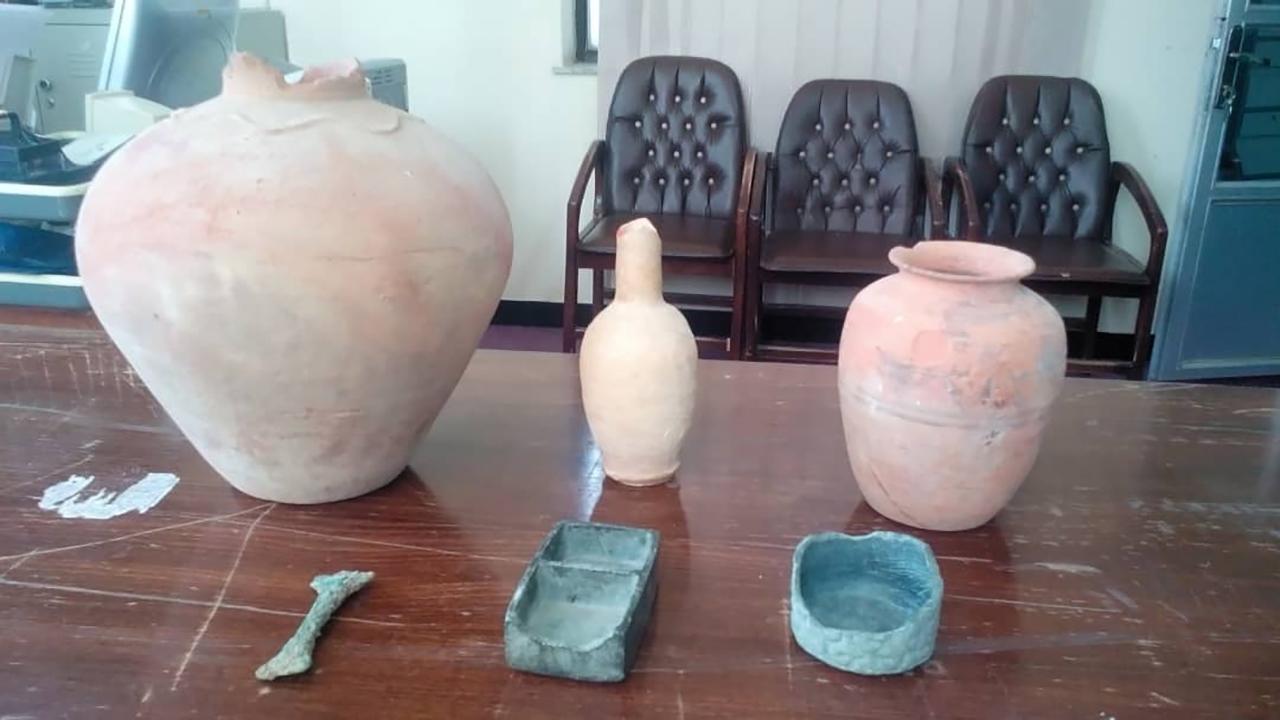 کشف ۳۵ قطعه شیء تاریخی در جنوب کرمان
