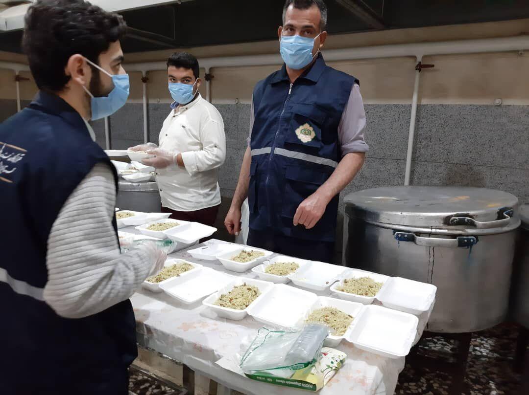 تهیه و توزیع یک هزار پرس غذا بین خانوادههای درگیر آبگرفتگی اهواز
