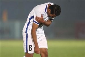 تمرین بازیکن استقلال با دست آتل گرفته!