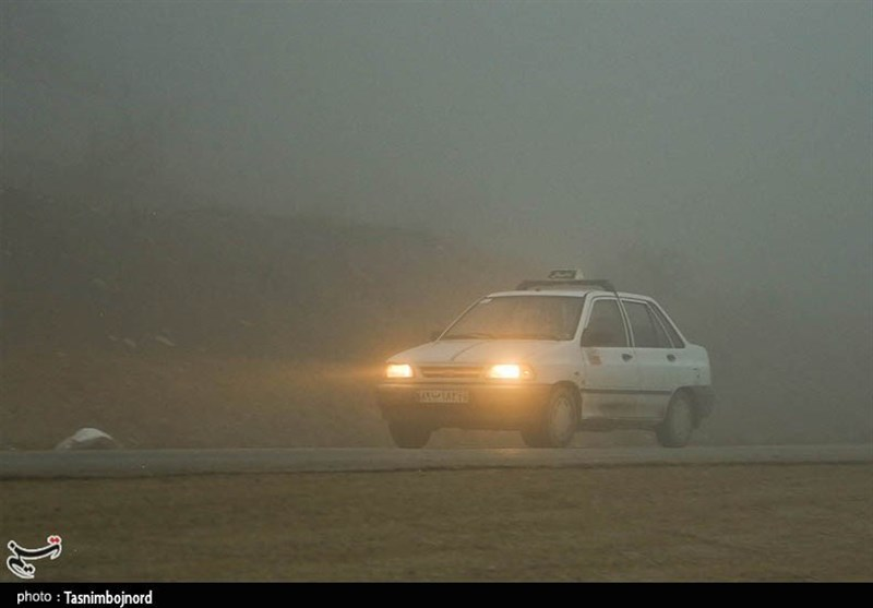 مه شدید در جادههای استان ایلام؛ دید افقی به کمتر از ۵۰متر کاهش یافت