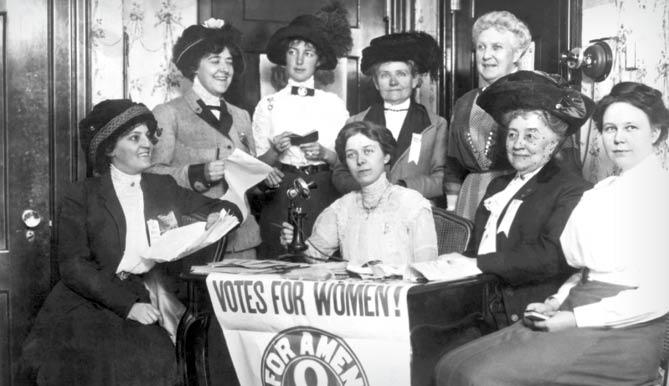 ممنوعههای عجیب برای زنان غربی!