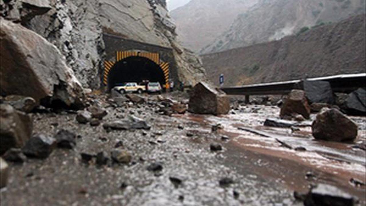 احتمال ریزش سنگ از کوه در جادههای مازندران