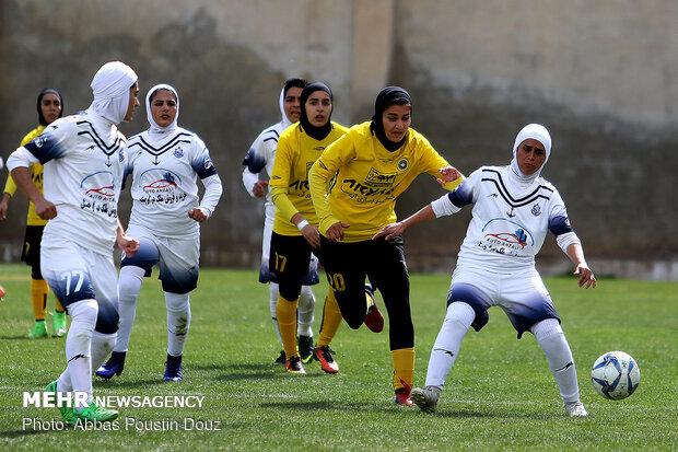 بانوان فوتبالیست کردستانی حریف شیرازی را گلباران کردند