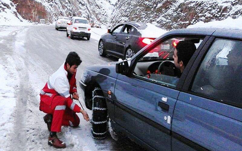 تردد در جادههای زنجان فقط با زنجیر چرخ امکانپذیر است