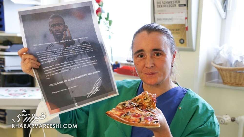 آنتونیو رودیگر برای کادر درمان پیتزا داد