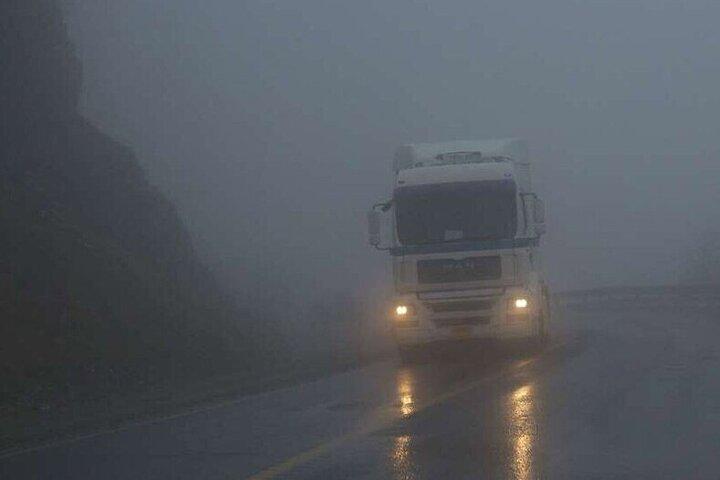 بارش پراکنده برف در ارتفاعات مازندران؛ ترددها ۵۰ درصد کاهش یافت