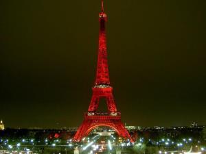 دیشب برج ایفل قرمز شد