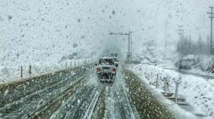 بارش برف در محور سپیدان و کازرون-دشت ارژن