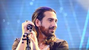 اجرای زنده آهنگ زیبای «سادس» با صدای امیرعباس گلاب