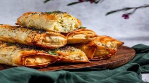 طرز تهیه بورک ترکی مرغ و قارچ در ۴ مرحله ساده