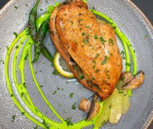 دستور تهیه مرغ رژیمی با دستور سرآشپز ایرانی
