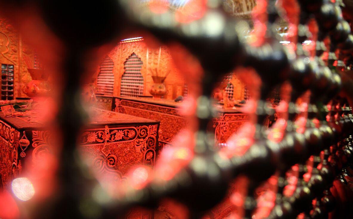 هنرمندان مرکزی پنجرههای سرداب امام زمان(عج) در سامرا را میسازند