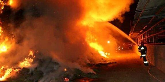 آتش سوزی گسترده در شهرک صنعتی لیا قزوین