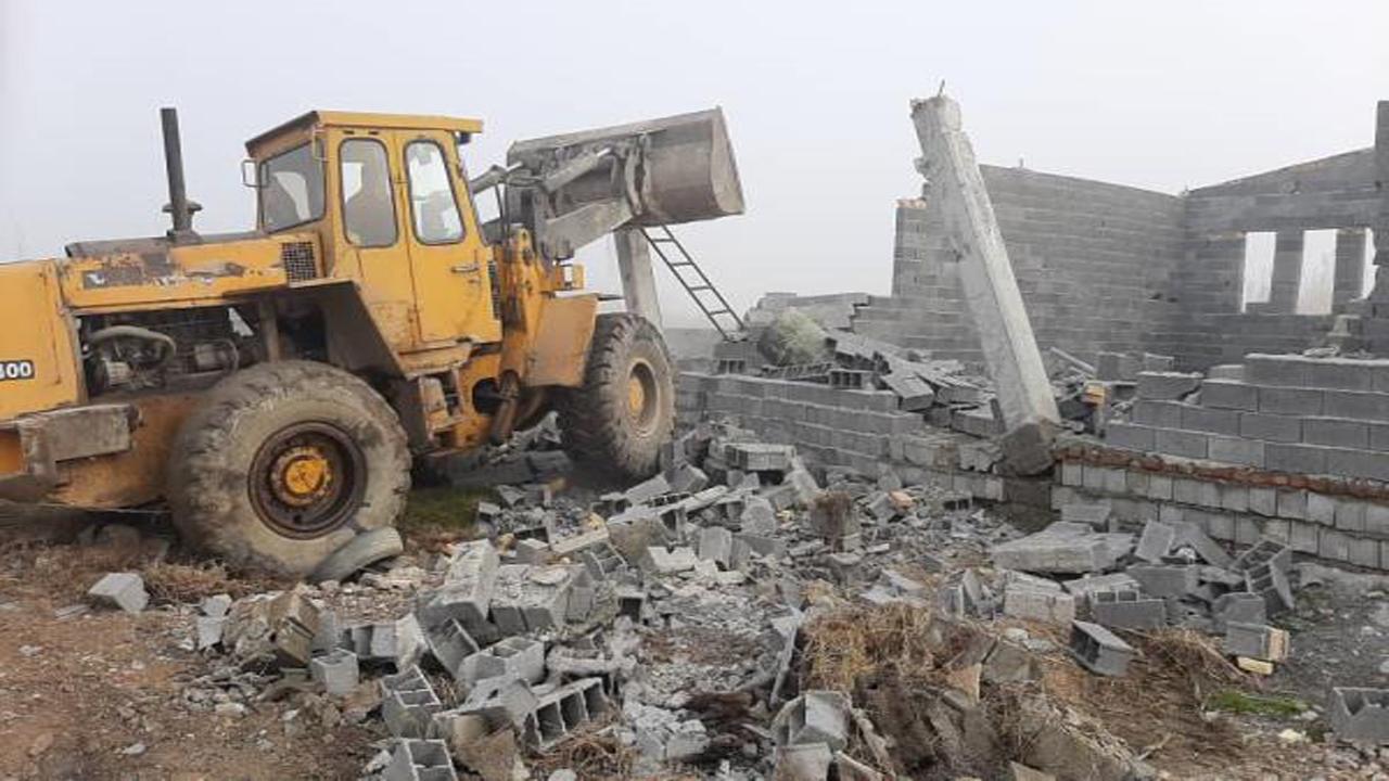 فرو ریختن دیوارهای غیرمجاز در آمل