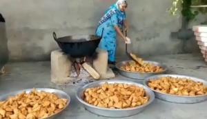 چطور مادر بزرگ هندی  1000 سمبوسه درست می کند؟