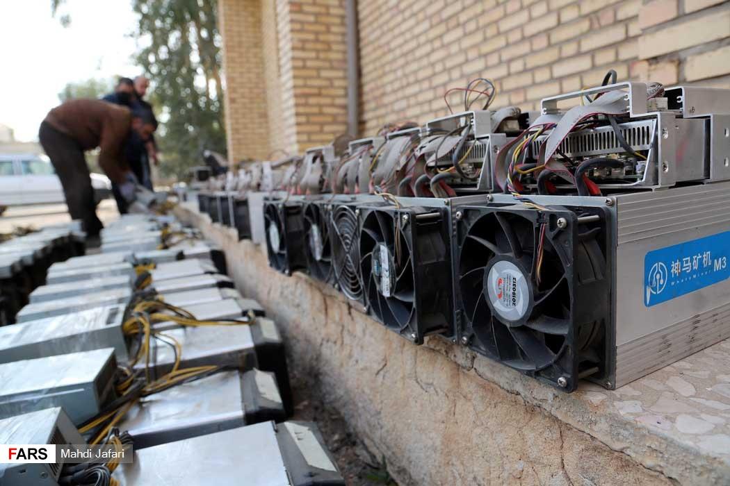 عکس/ کشف دستگاههای استخراج بیت کوین در یک کارخانه متروکه!