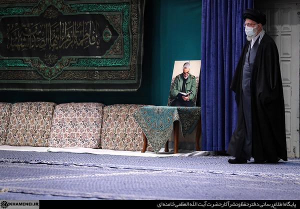 لحظه ورود رهبر انقلاب به حسینیه امام خمینی (ره) در دومین شب عزاداری