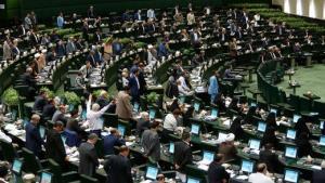 انتقاد تند نقیبزاده از مجلس: آب به آسیاب دشمن میریزند