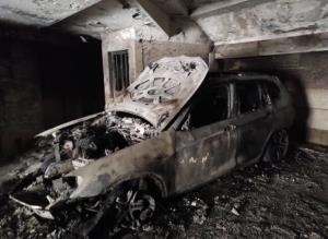 حریق خودرو در پارکینگ ساختمان مسکونی حادثهساز شد