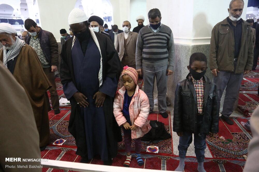 تصویری خاص از نماز جمعه در قم بعد از ۲۴ هفته تعطیلی