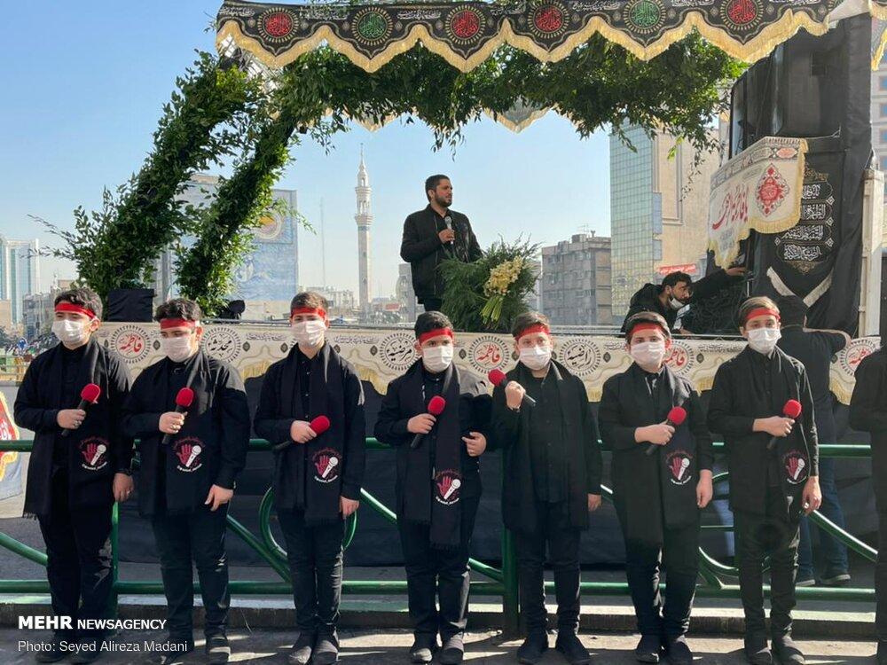 هم خوانی روضه حضرت فاطمه (س) در میدان ولیعصر تهران